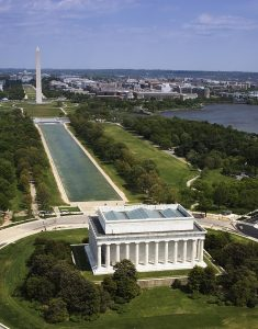 800px-National_Mall,_Lincoln_Memorial_04448v- Doug Gazlay's ILoveVittles.com